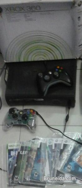 Picture of Xbox console.