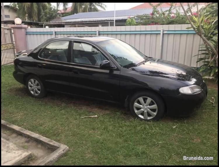 Pictures of Hyundai elantra 1998