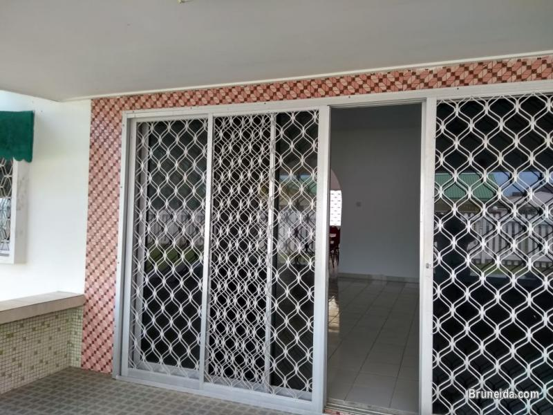 Picture of Bungalow with big garden for rent in Belait