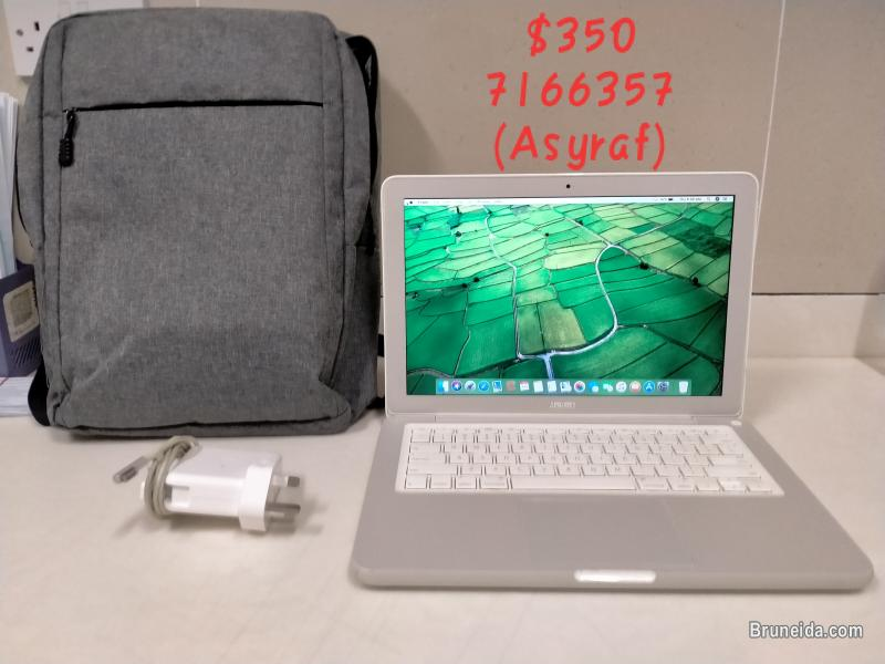 Picture of Apple Macbook 2010 (Refurbished)