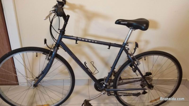 Picture of Giant 21 speed hybrid bicycle USA bike imported from Australia