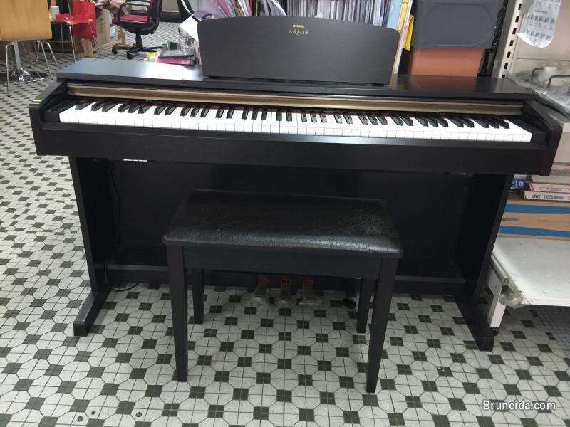 Pictures of Yamaha Digital Piano