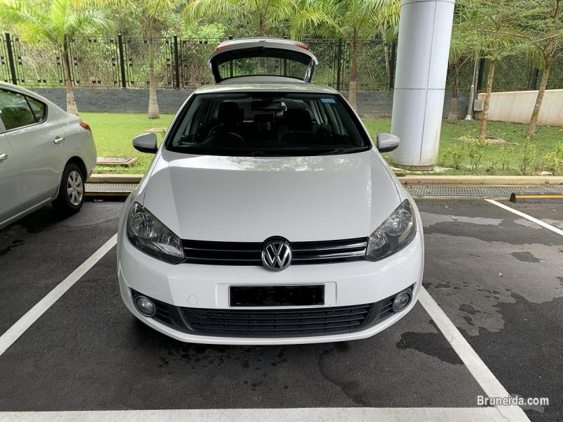 Picture of Volkswagen Golf 1. 6 CC (white)