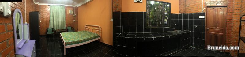 Studio room for rent - image 1