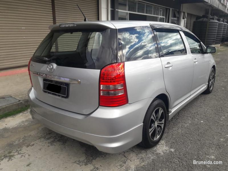 Pictures of Toyota Wish 1. 8