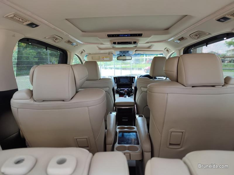 Picture of Toyota Alphard 2. 5cc (A) H Spec 3 Auto Door & Moonroof for SALES in Brunei