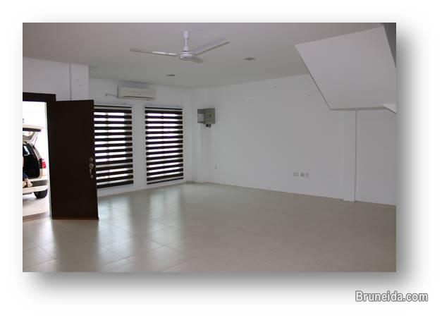 2 storey Terrace House For Rent (prefer company)