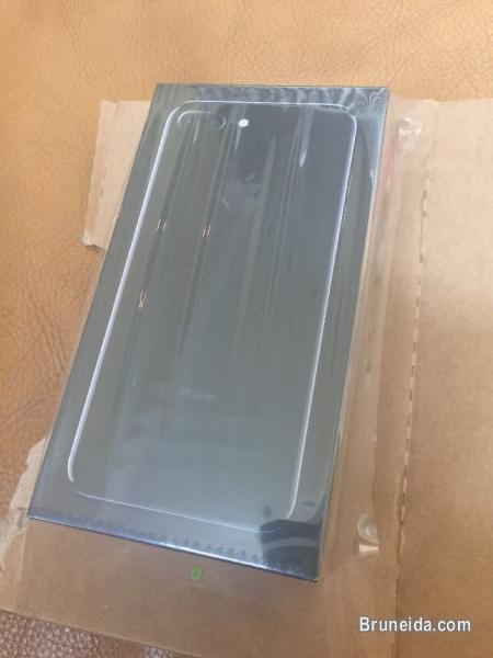 Picture of Apple iPhone 7 Plus 128gb JET BLACK Unlocked