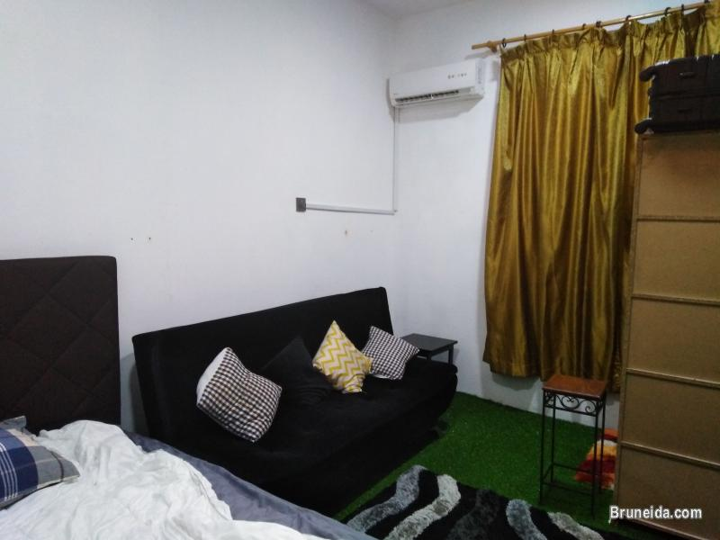 Room 7: Queen Bed Fully Furnished $200 in Brunei Muara