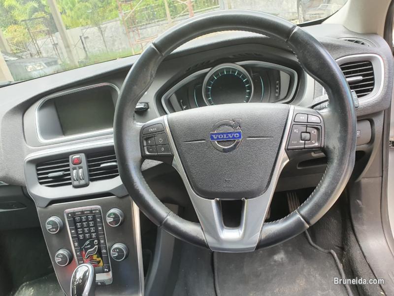 Volvo v40 in Brunei