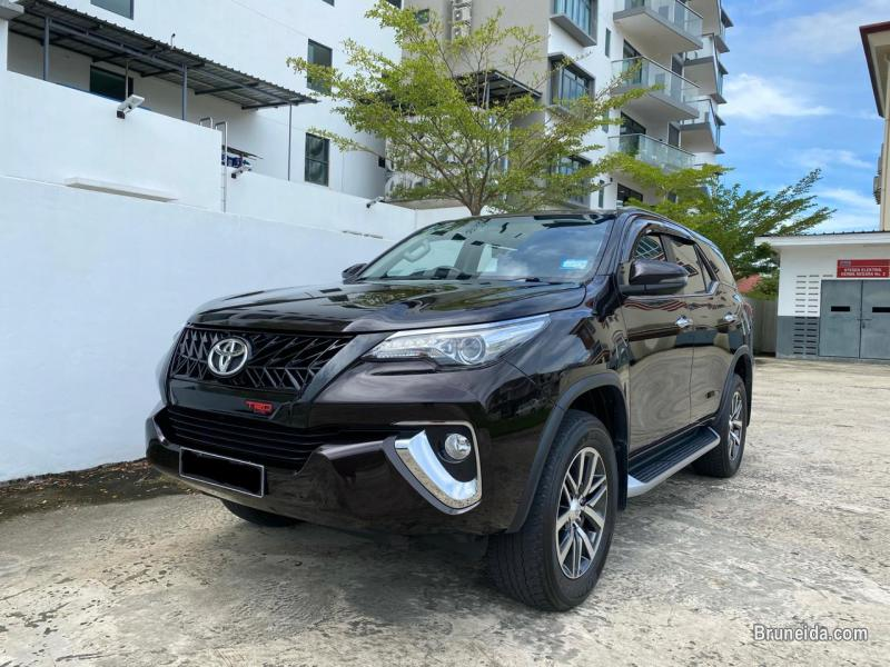 Pictures of Toyota Fortuner 2. 7