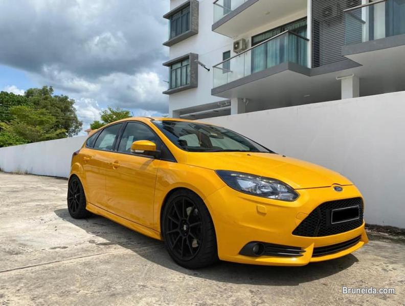 Pictures of Ford Focus ST 2. 0 Ecoboost