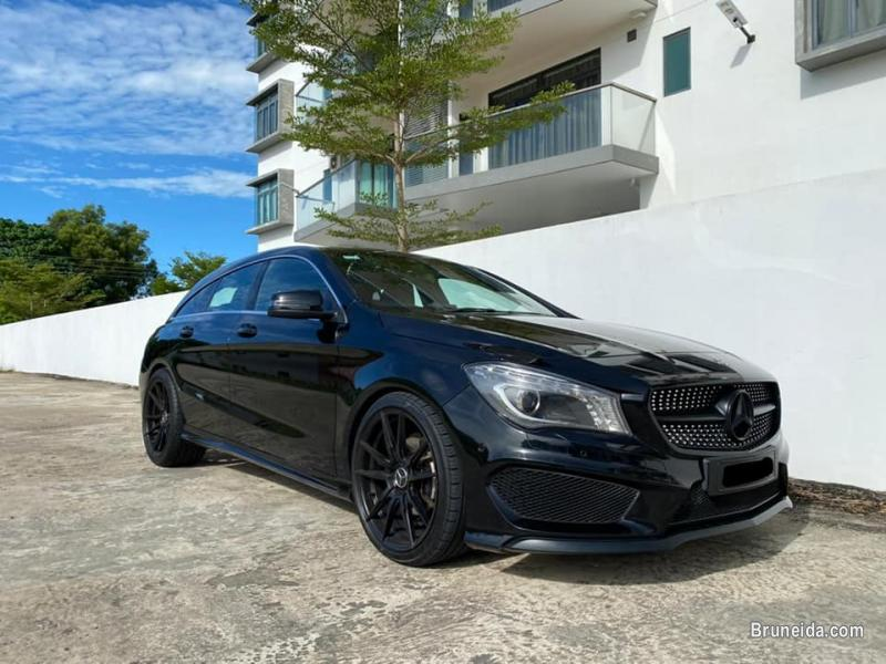 Pictures of Mercedes CLA200 Shooting Brake AMG line