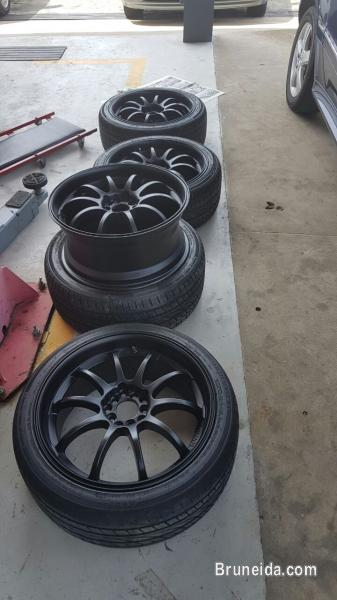 Picture of RIM 18'' + TYRE ADVAN RACING SALE