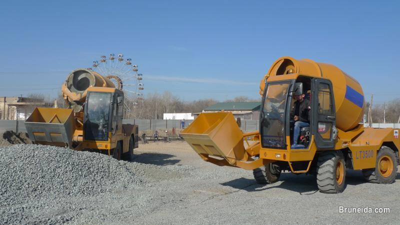 Sell mobile self loading concrete mixer truck in Brunei Muara