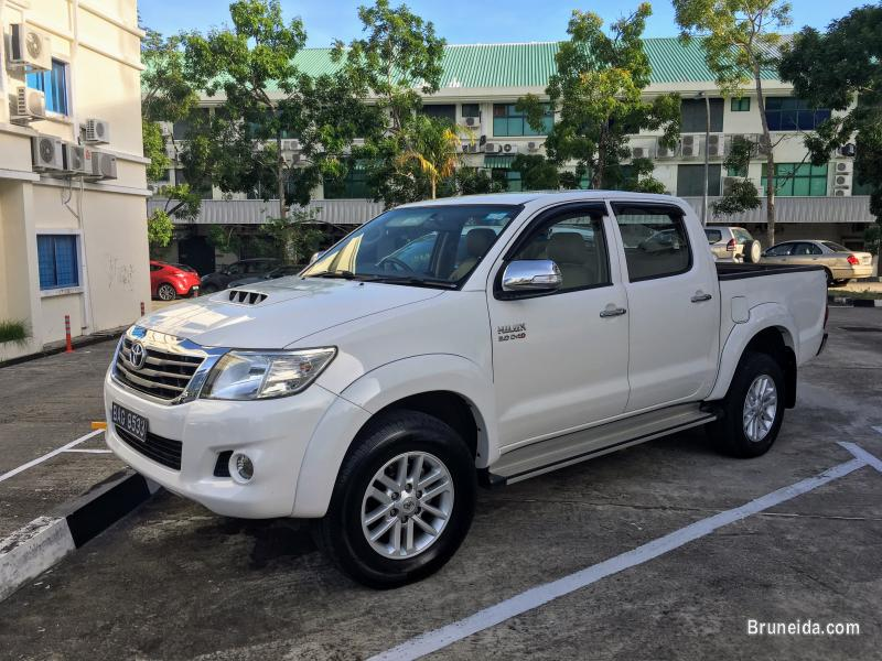 Pictures of Toyota hilux reg 2013 (auto)
