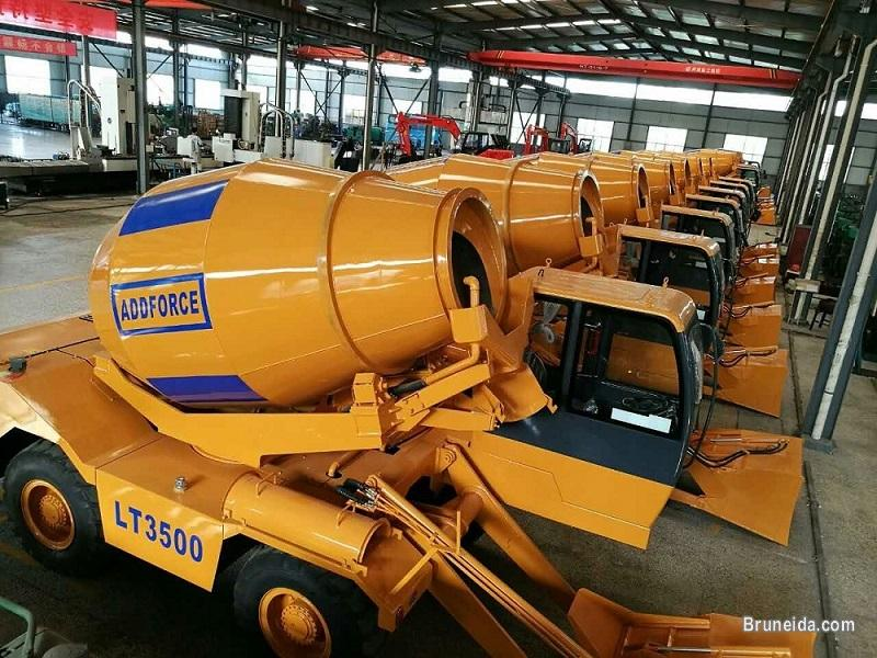 Picture of Direct Manufacturer Self Loading Concrete Mixer Truck