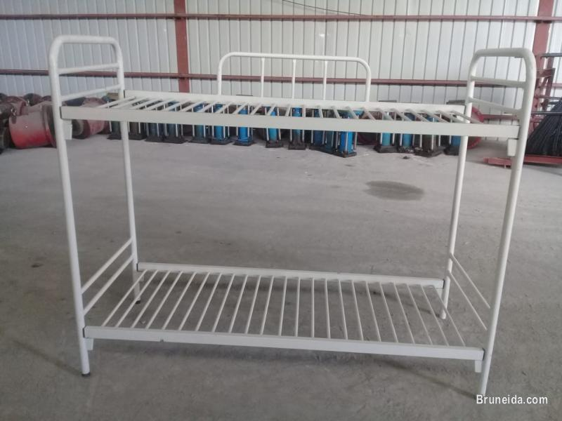 Picture of 2 story bed frame