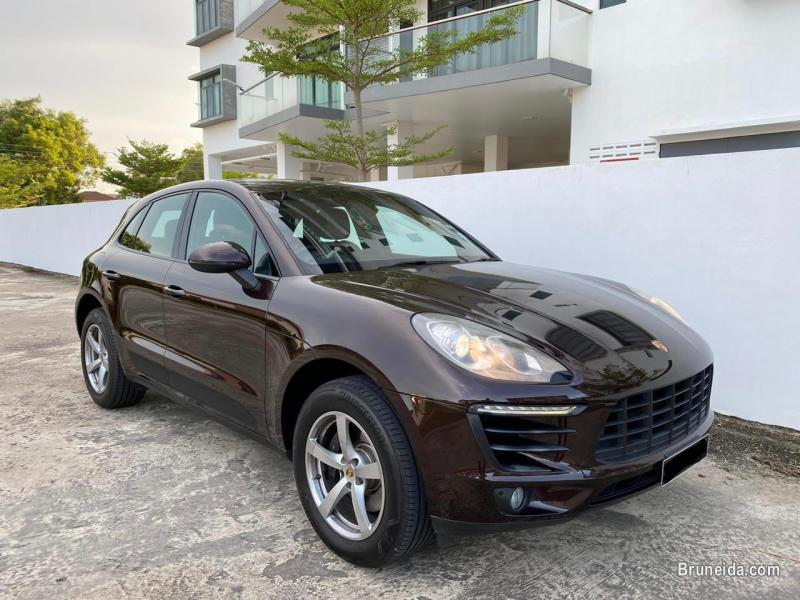 Picture of Porsche Macan 2. 0