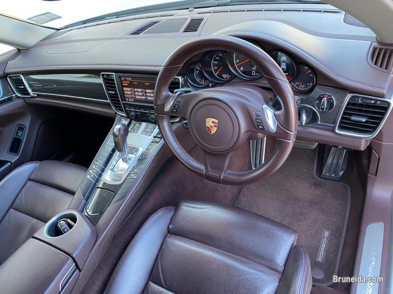 Porsche Panamera 3. 6 V6 in Belait