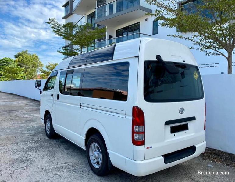 Toyota Hiace 2. 5 (High Roof)