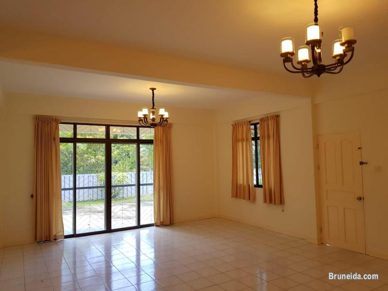 UHFS-99  USED DETACHED HOUSE FOR SALE @ KG SALAR in Brunei Muara