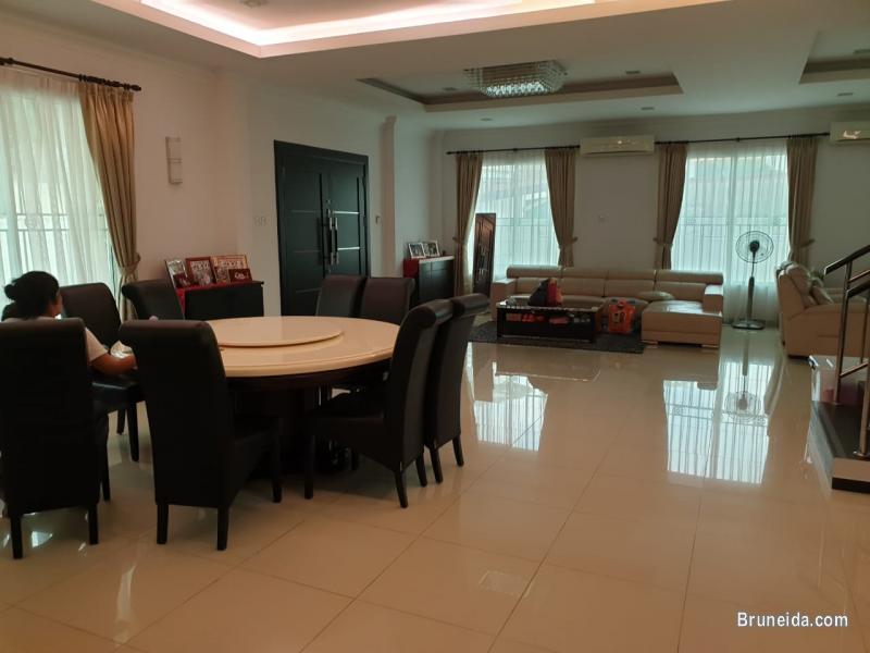 UHFS-104 DETACHED HOUSE FOR SALE @ KG BERIBI in Brunei Muara