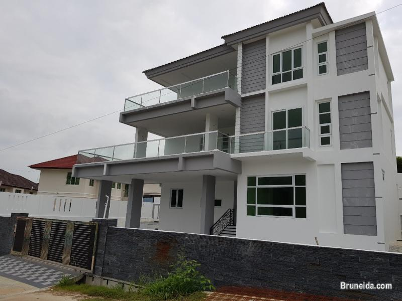 Picture of DH-262   3-STOREY DETACHED HOUSE FOR SALE @ KIARONG