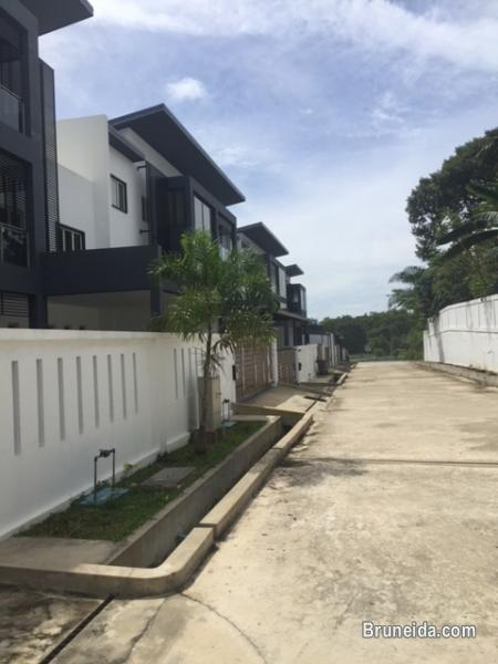 Picture of 3 STOREY TERRACE HOUSE FOR SALE AT JLN KUSTIN, BERAKAS