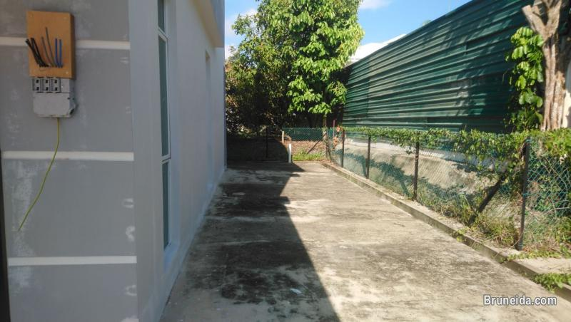 Terrace House For Rent in Brunei Muara - image