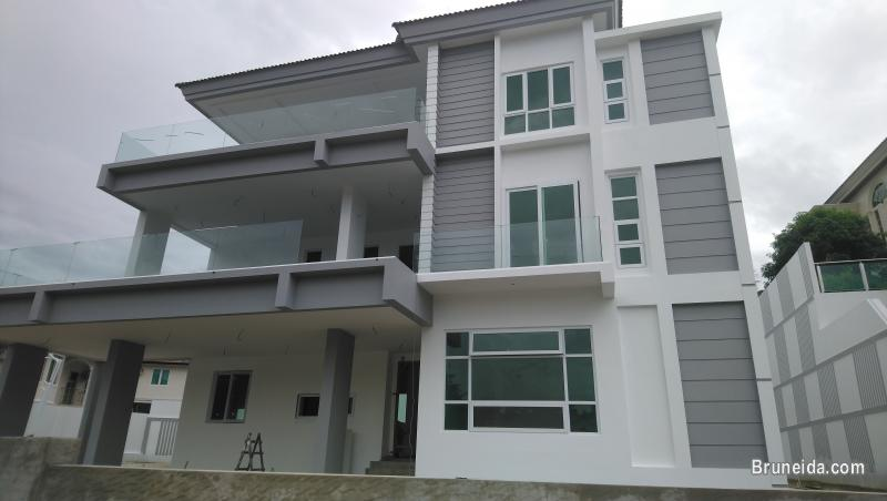 Detatched House For Sale
