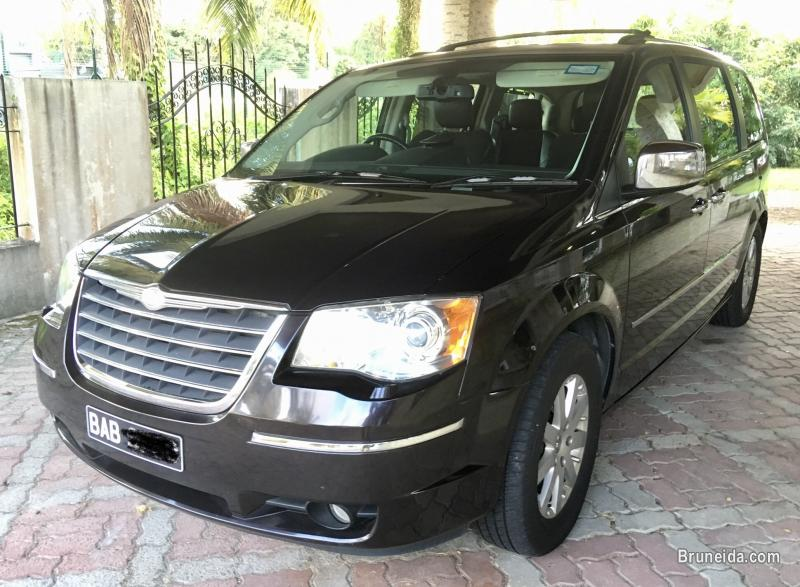 Picture of Chrysler Grand Voyager Limited Model 2010