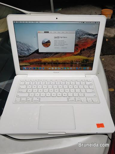 Picture of Macbook for sale $450 (Nego)