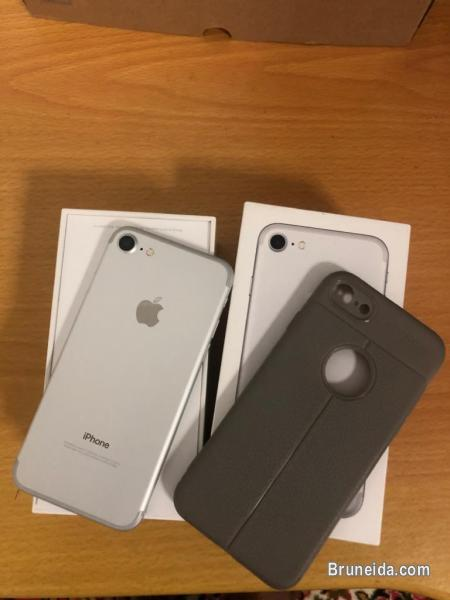 Picture of Iphone 7 256 GB in attractive silver colour
