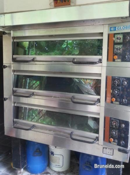 Picture of GLOBE 3 decker heavy duty commercial oven for sale