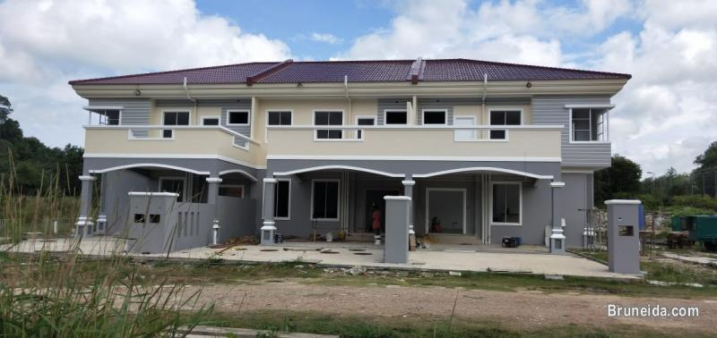 HOUSE FOR SALE - 2 UNITS LEFT!! ( MIDDLE HOUSE) in Brunei Muara